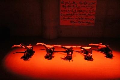 新たなダンスの見せ方を提示した近藤良平版「ダンスブリッジ」公演_d0178431_11225376.jpg