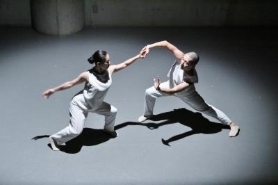 新たなダンスの見せ方を提示した近藤良平版「ダンスブリッジ」公演_d0178431_11233838.jpg