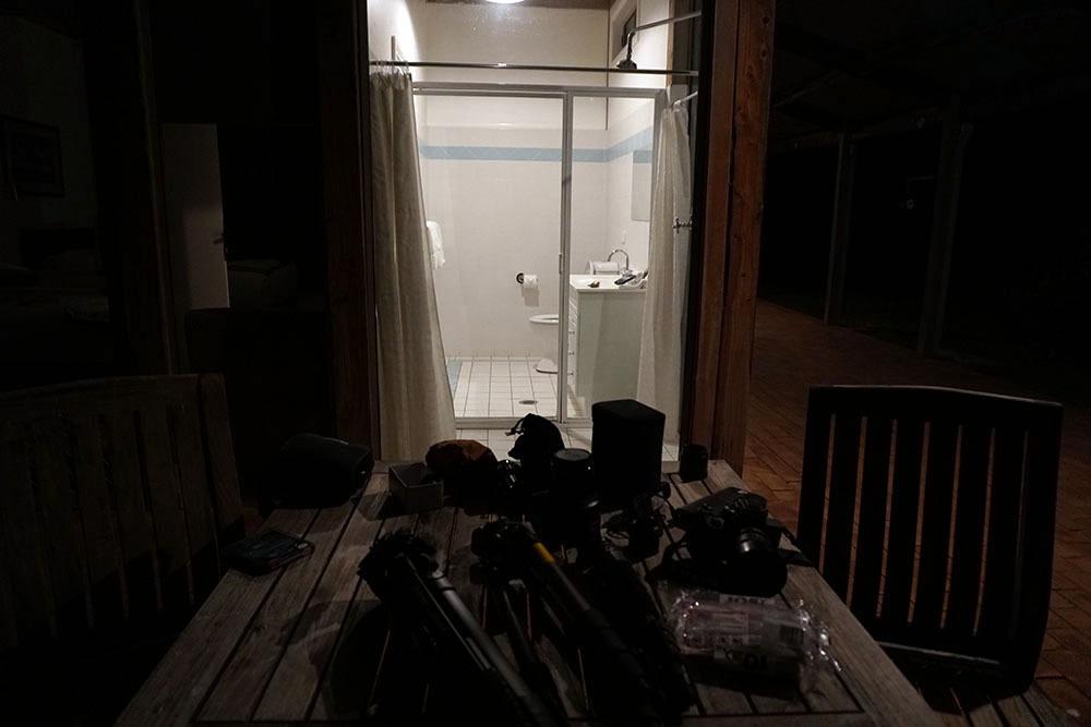 外から部屋の中が丸見えなコテージ_a0095470_21031541.jpg