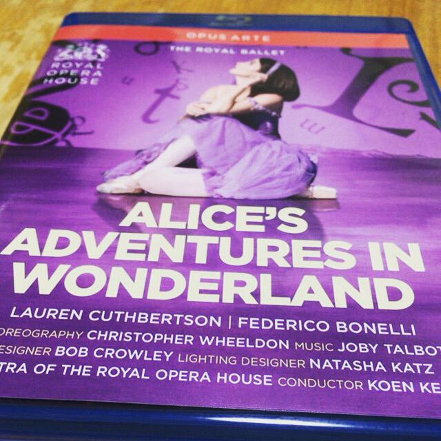 ロイヤル・バレエの三幕改訂版『不思議の国のアリス』を観た_a0020777_23361774.jpg