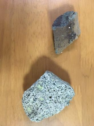 一色の枕状溶岩を拾ってきた_d0164691_21432072.jpeg