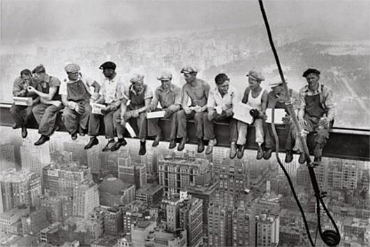 NYのユニークな街角アート、「摩天楼の頂上でランチ」(Lunch atop a Skyscraper)の実物大彫像_b0007805_23221403.jpg