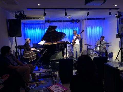 広島 Jazzlive comin 本日水曜日のジャズライブ_b0115606_10555205.jpeg