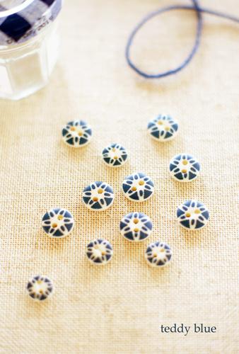 lovely vintage buttons ヴィンテージの可愛いボタン_e0253364_09354347.jpg