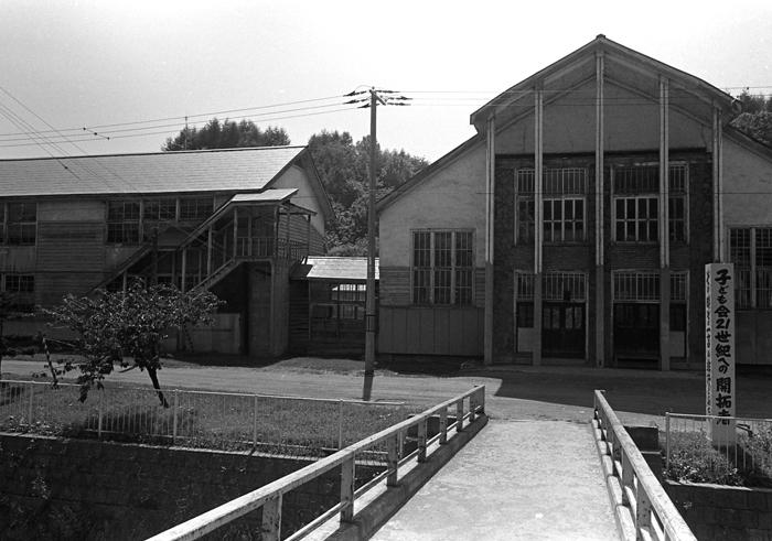 1983年に弟と訪れた故郷の炭鉱住宅_c0182775_1726577.jpg