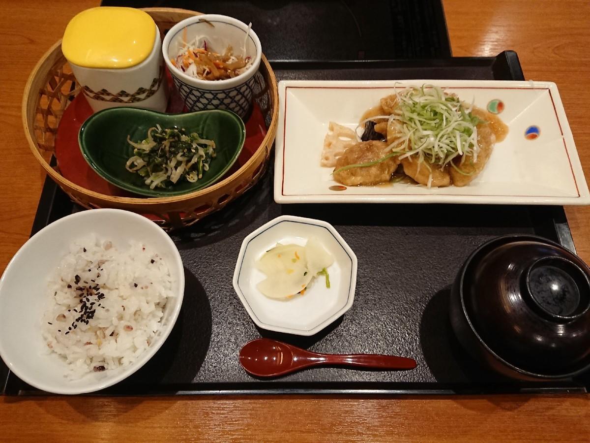 10/11 かごの屋日野多摩平店 日替わりランチ¥1,026_b0042308_17373965.jpg