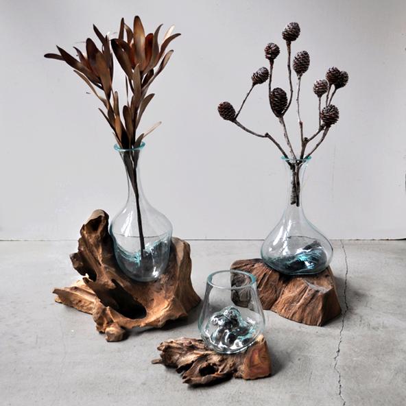 流木とリューズガラスの花器_d0193211_14431880.jpg