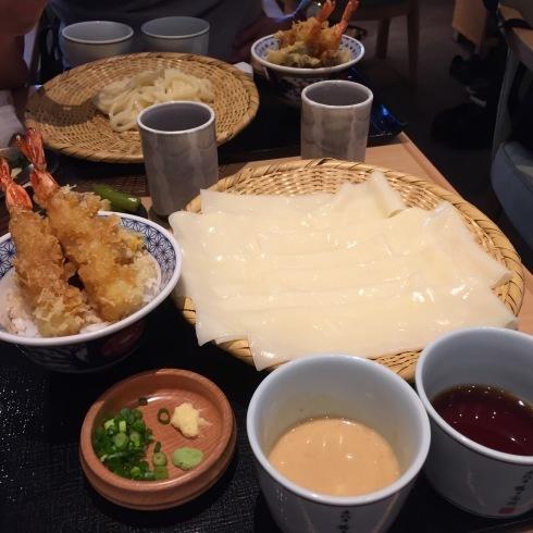 ついに念願のひもかわ(幅広うどん)を食べる!!☆銀座「花山うどん」_f0054260_15433263.jpg