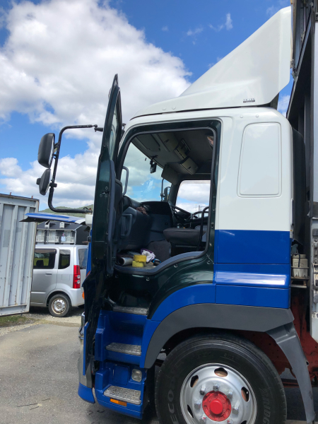 大型トラック バックカメラの取り付け_e0169210_17543353.jpg