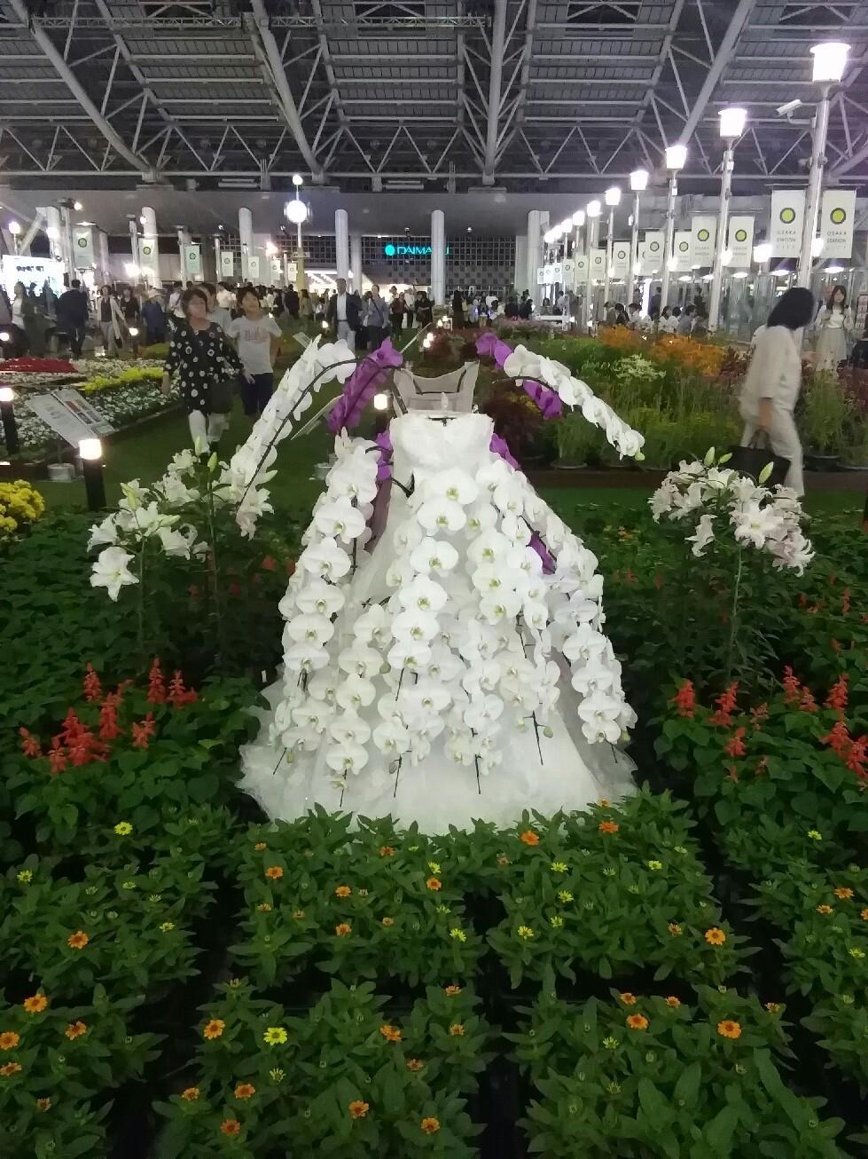 花やハロウィンの装飾がいっぱいの大阪駅でエレクトーン奏者によるエキコン~♪_a0004752_23204666.jpg