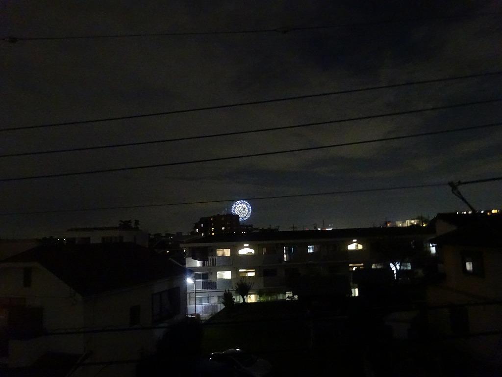 部屋の窓から打ち上げ花火が見えている_d0061678_19131997.jpg