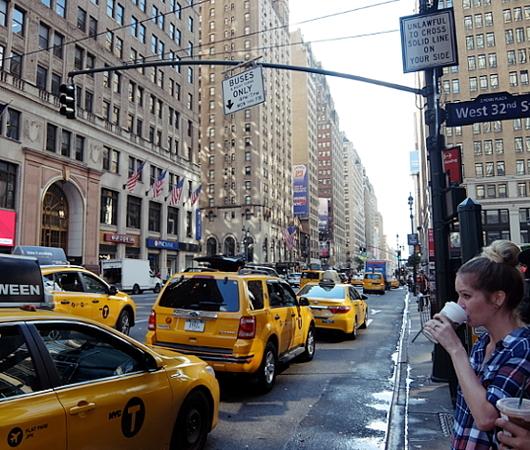 NYミッドタウンのノスタルジックな街角風景_b0007805_02191933.jpg
