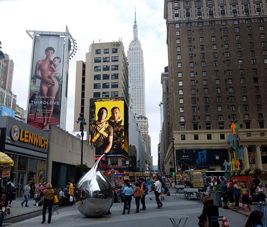 NYミッドタウンのノスタルジックな街角風景_b0007805_02203075.jpg