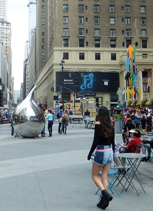NYミッドタウンのノスタルジックな街角風景_b0007805_02204278.jpg