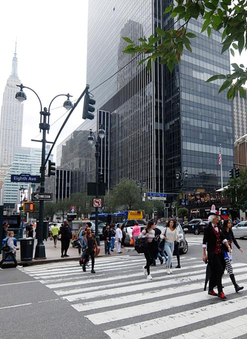 NYミッドタウンのノスタルジックな街角風景_b0007805_02251274.jpg