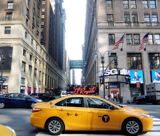 NYミッドタウンのノスタルジックな街角風景_b0007805_02410824.jpg
