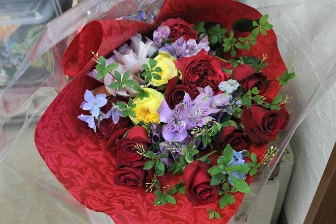 花束プレゼント_d0227610_10095376.jpg