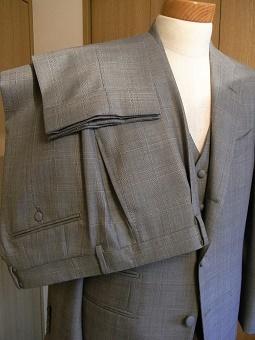 ウェディングスーツ&フォーマルブラックスーツも「岩手のスーツ」 編_c0177259_18510097.jpg