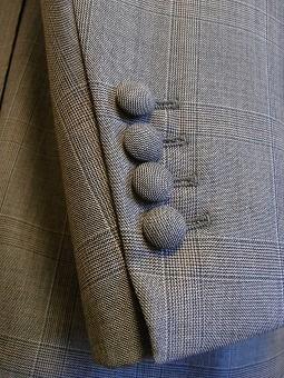 ウェディングスーツ&フォーマルブラックスーツも「岩手のスーツ」 編_c0177259_18513438.jpg