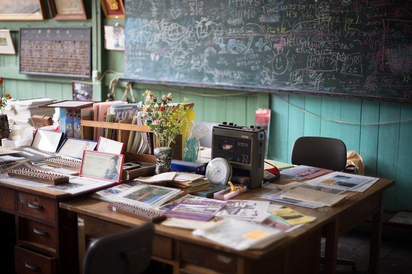A Closed School Where An Affable Tabby Principal Lives_d0353489_10460741.jpg