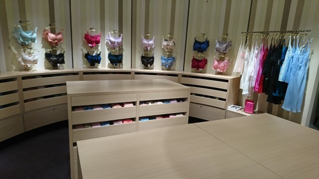 伊勢丹新宿店にてBRADELIS New York様新装工事完了!_f0300358_16420653.jpg