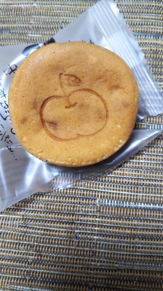 青森りんご入り焼き菓子らぷる_f0076001_2234244.jpg