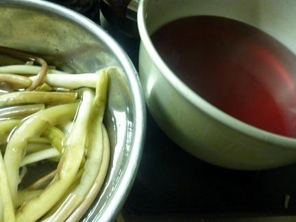 里芋の茎(生ズイキ)_b0198109_21370271.jpg