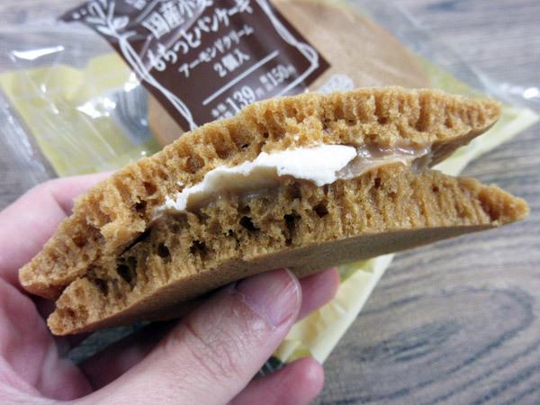 国産小麦のもちっとパンケーキ アーモンドクリーム2個入り@ローソン_c0152767_15193511.jpg