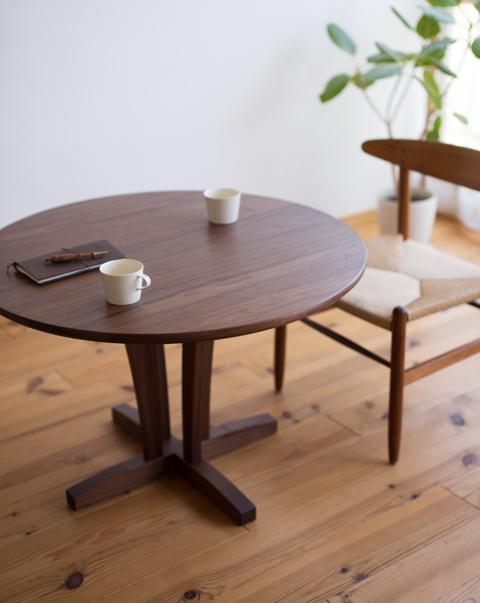 丸テーブル_f0209754_21301438.jpg