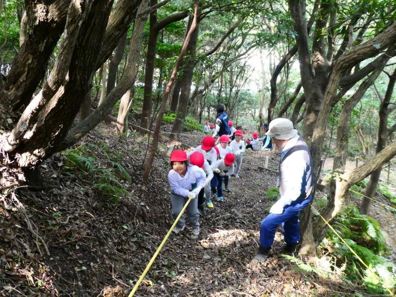 鳴滝小学校2年生遠足のサポート・・・うみべの森_c0108460_17190655.jpg