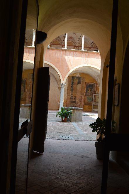 遥か昔のイタリアのお城の台所_b0346275_07584549.jpg