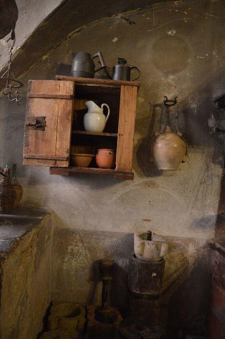 遥か昔のイタリアのお城の台所_b0346275_07590215.jpg