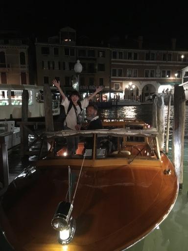 ベネチア  サンマルコ広場~コンドラ~水上タクシー_d0032156_13144502.jpg