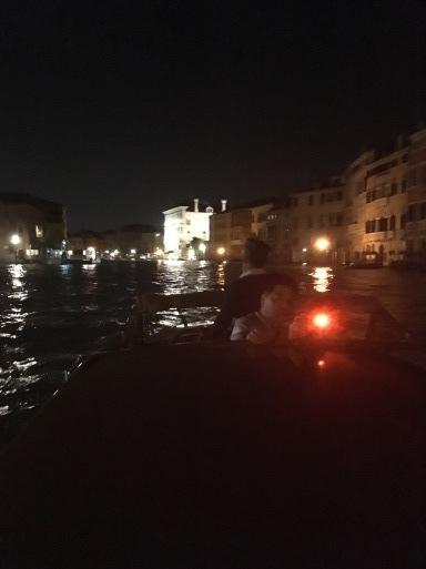 ベネチア  サンマルコ広場~コンドラ~水上タクシー_d0032156_13154979.jpg