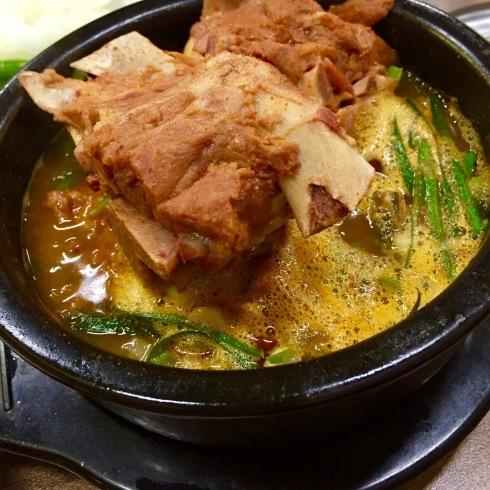 ソウル旅行 10 おひとり夕食は豪快なお肉のスープを☆永登浦_f0054260_12322857.jpg