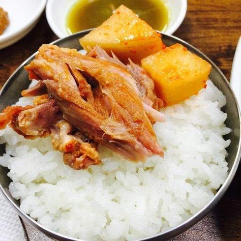 ソウル旅行 10 おひとり夕食は豪快なお肉のスープを☆永登浦_f0054260_12331319.jpg