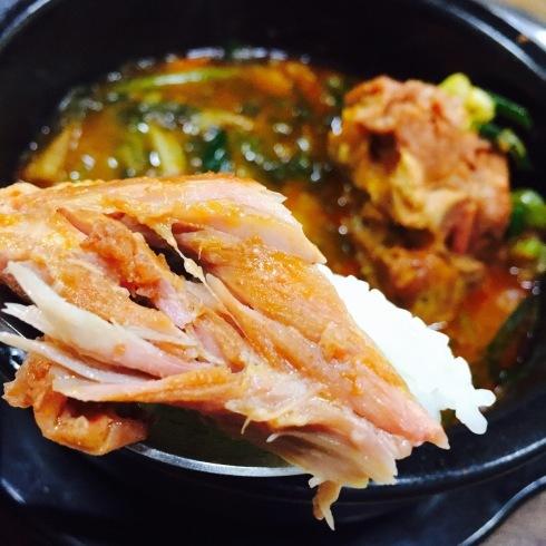 ソウル旅行 10 おひとり夕食は豪快なお肉のスープを☆永登浦_f0054260_12352490.jpg