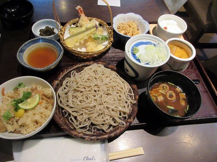 【いろはな】松茸ご飯と秋天そば_b0009849_1619639.jpg