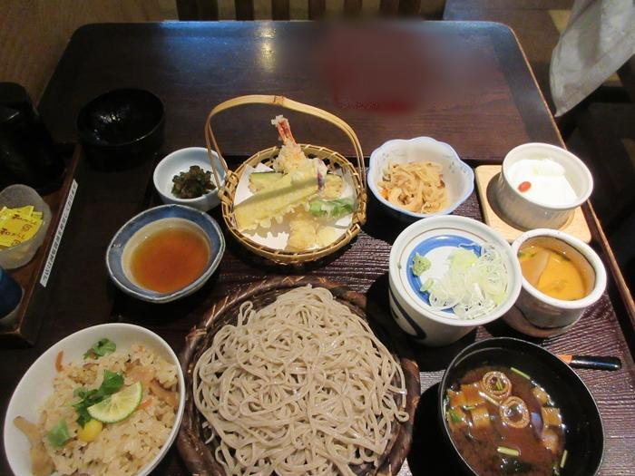 【いろはな】松茸ご飯と秋天そば_b0009849_16243738.jpg