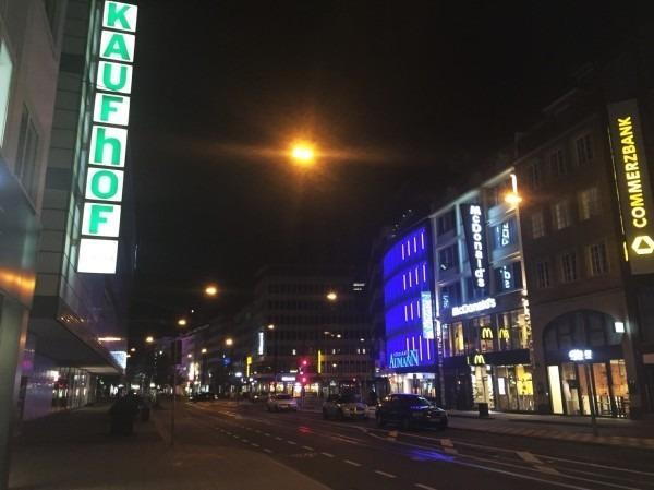 2018 8-9 ヨーロッパ買い付け後記22 デュッセルドルフへ行った訳。入荷デッドストック フランスヴィンテージワークジャケット モールスキン ツイル ミリタリーワーク_f0180307_17100118.jpg