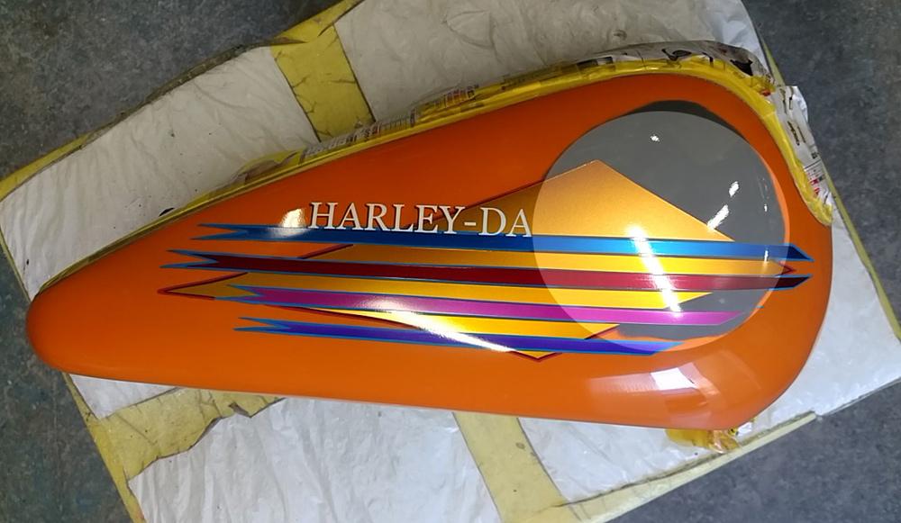あっ!ハーレーだっ! エボ分割タンクの凹み補修塗装とか。その1。_d0130115_16295949.jpg