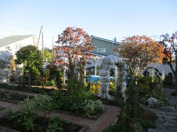 終わったお庭の冬囲いとアナベルでのリース作り_a0279743_10321331.jpg