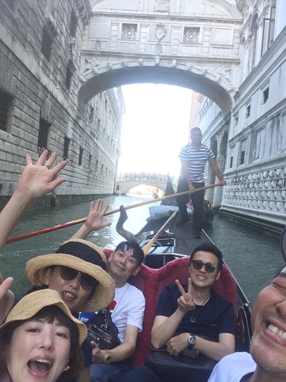 ベネチア  サンマルコ広場~コンドラ~水上タクシー_d0032156_12540062.jpg