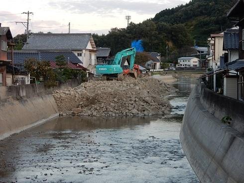 土砂撤去は河口から_e0175370_07123108.jpg