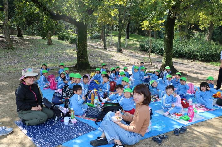 りんご・年少組 城山公園へ行きました_b0277979_15413142.jpg