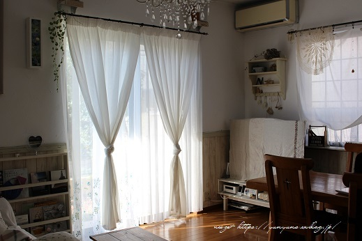 【オーダーカーテン】お洒落な刺繍入りレースカーテンでリビングの模様替え♪_f0023333_22253864.jpg