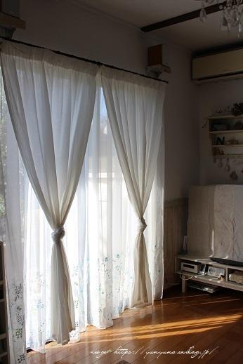【オーダーカーテン】お洒落な刺繍入りレースカーテンでリビングの模様替え♪_f0023333_22255272.jpg