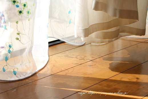 【オーダーカーテン】お洒落な刺繍入りレースカーテンでリビングの模様替え♪_f0023333_22261448.jpg