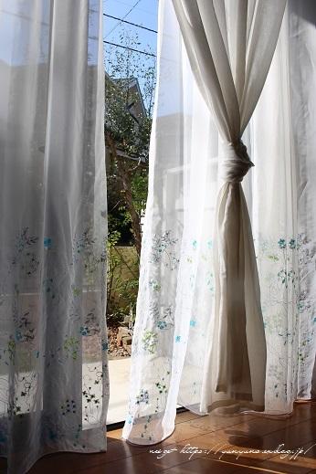【オーダーカーテン】お洒落な刺繍入りレースカーテンでリビングの模様替え♪_f0023333_22262658.jpg
