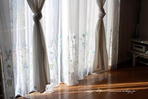 【オーダーカーテン】お洒落な刺繍入りレースカーテンでリビングの模様替え♪_f0023333_22302449.jpg